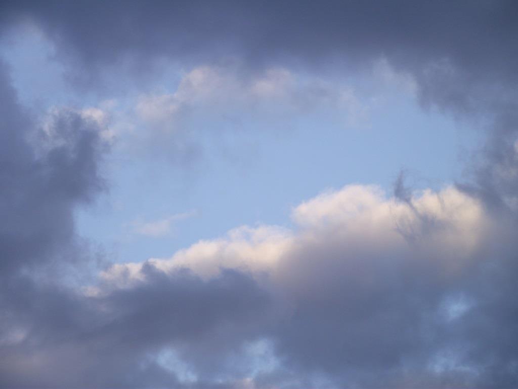 Bild på vårhimmel vid Vindelåforsen